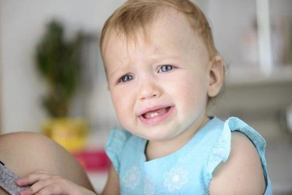 Keluhan Yang Dialami Saat Si Kecil Sedang Tumbuh Gigi