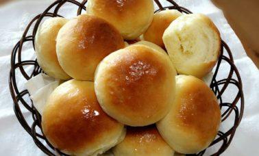 Permukaan roti yang mengkilap