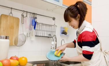 Hilangkan bau amis pada peralatan makan