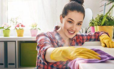 Bersihkan noda di rumah