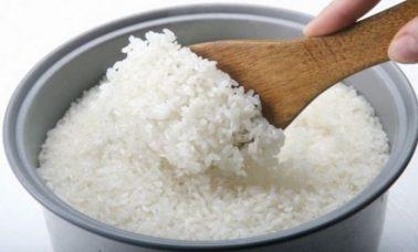 Masaklah nasi dengan air yang cukup