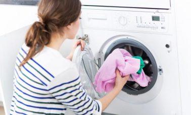 Mencuci pakaian sesuai bahannya