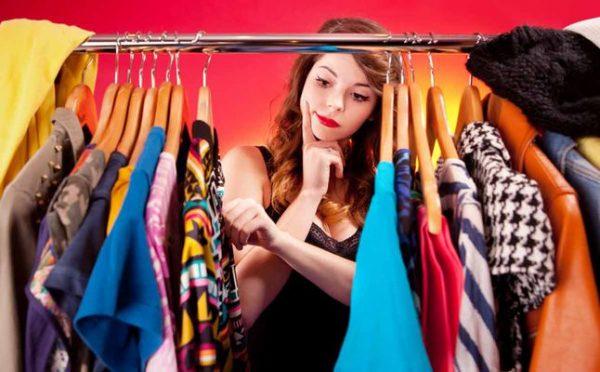 3 Item Baju Yang Wajib Dimiliki Agar Bisa Terlihat Langsing