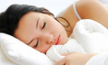 Tidur memakai make up