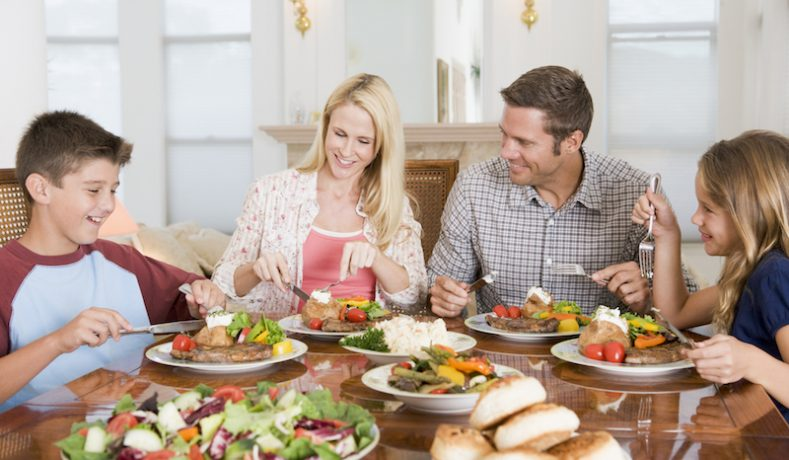 5 Alasan Petang Hari Adalah Waktu Yang Tepat Untuk Makan Malam