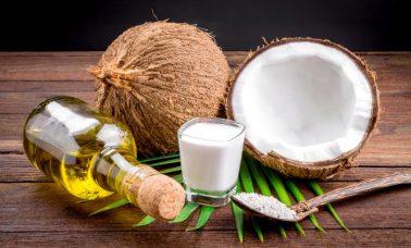 Santan kelapa untuk kesehatan rambut
